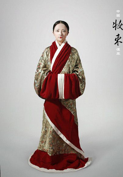 Historical reconstruction of the traditional clothing worn during the Han, Song, Tang, and Ming Dynasties. I haven't been able to locate more information about this fabulous project or its creator(s)- does anyone know more?