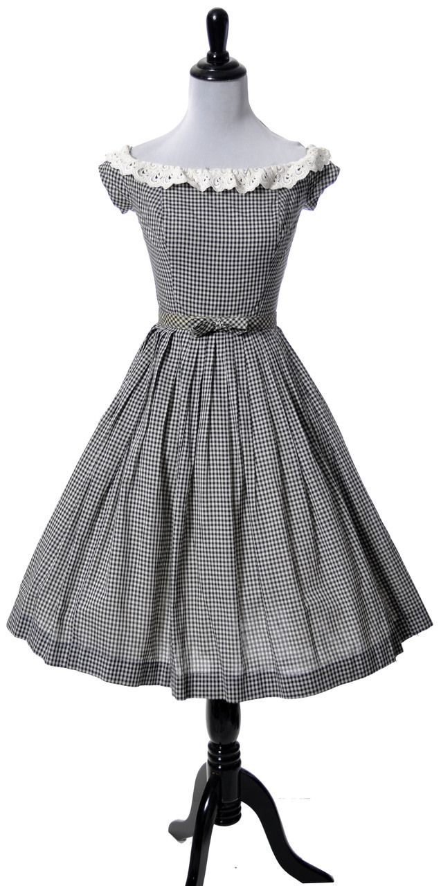 Black and white gingham vintage dress with lace at dressingvintage.com