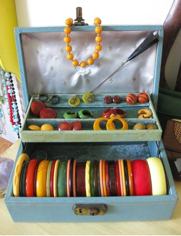 Vintage Bakelite Jewellery 5