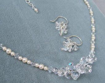 Collar y pendiente conjunto, sistemas de la joyería, cristal y collar de perlas racimo y pendiente conjunto, marfil o blanco perlas están disponibles