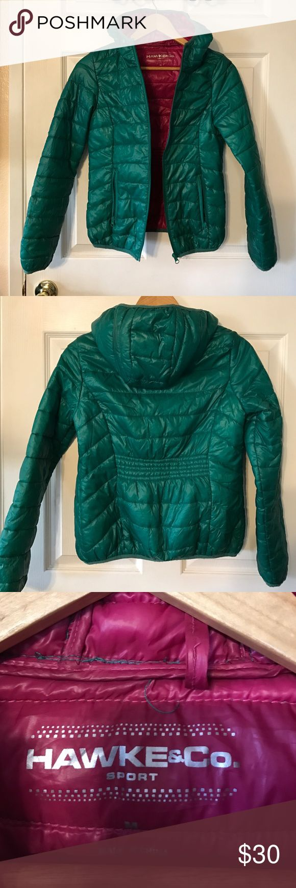 Women's green winter coat Beautiful lightweight puffy winter coat. Has two outer pockets and two inner ones as well. In excellent condition!! hawke&Co. Jackets & Coats Puffers