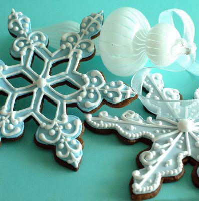 Love these gingerbread snowflakes!