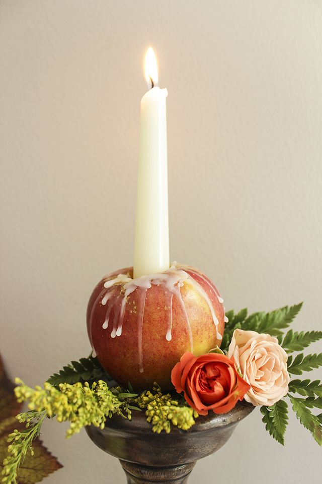 Fresh and creative idea for decorating with fresh flowers and candles for fall home decor... Oh do I love these Apple Candles!