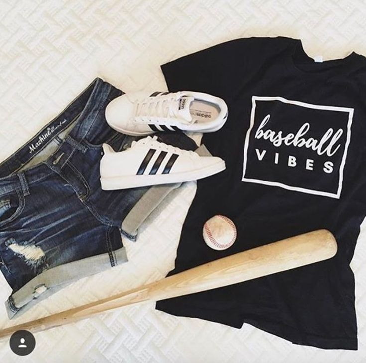 Baseball Vibes! Outfit for any casual baseball game!