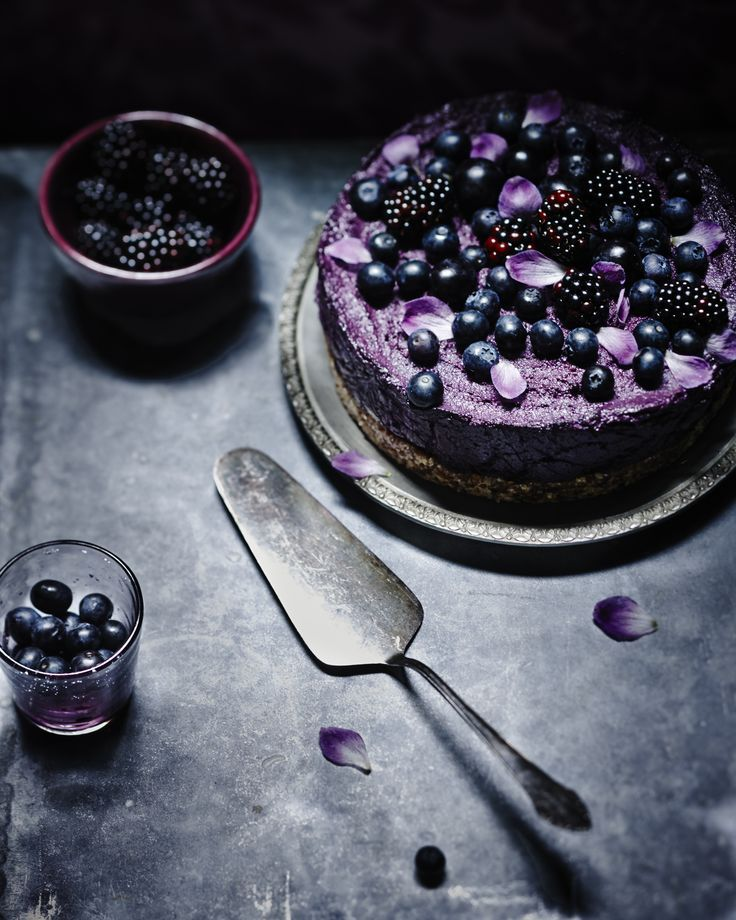 Jeroen van der Spek  * I don't care what the cake is, I WILL bake one with the berries like this*