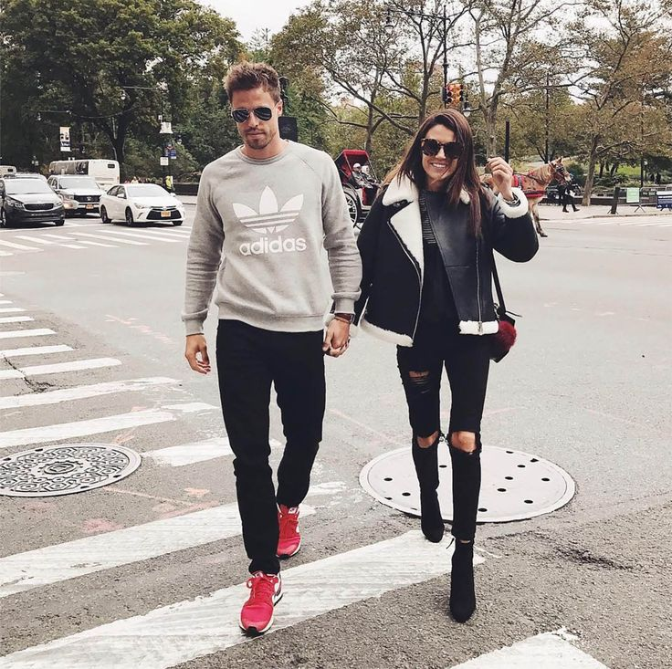 Insta Roundup | Hello Fashion. Woman Outfit: Black sweater+black ripped denim+black ankle boots+black leather jacket wizh white fleece+black crossbody with a burgundy pom-pom+sunglasses. Fall Casual Outfit 2016