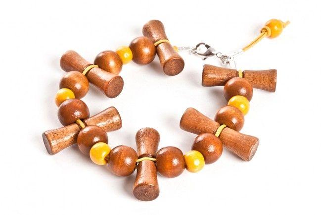 Bransoletka z drewnianych kołeczków - wood beads bracelet http://corallia.pl/bransoletki/bransoletka-z-drewnianych-koleczkow.html#.VNoI5S7Hg2g