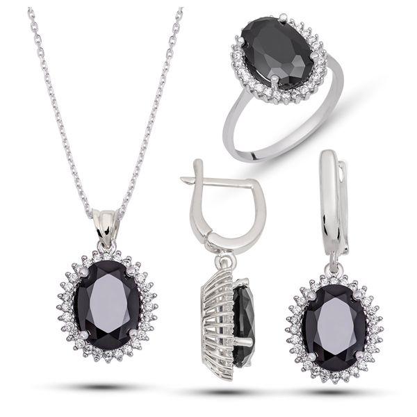 Ürün 925 ayar gümüşten imal edilmiştir Bayan setin ortası siyah zirkon taş yanlarında ise beyaz zirkon taş kullanılmiştir.Setin içinde bir çift kupe bir ader kolye bir adette yüzük bulunmaktadır.