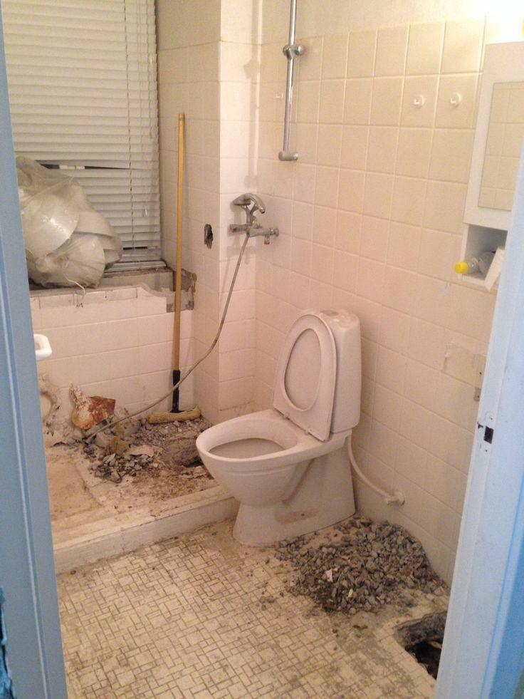 Week 5 - tearing down the #bathroom!