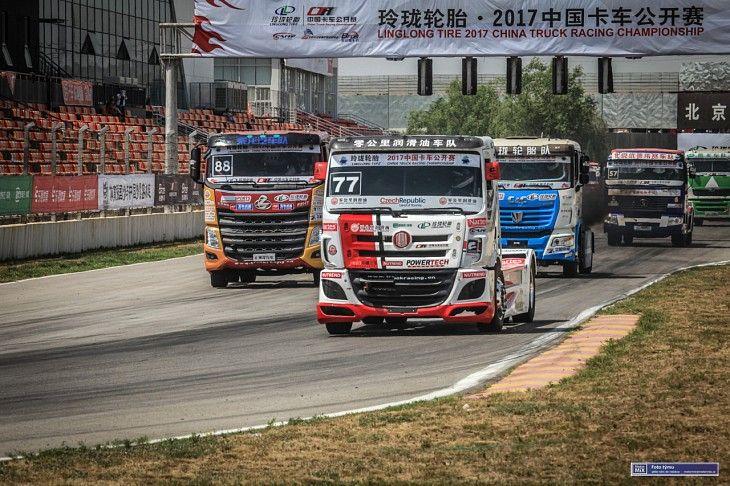 První závodní víkend China Truck Racing Championship se nad míru vydařil Davidu Vršeckému.