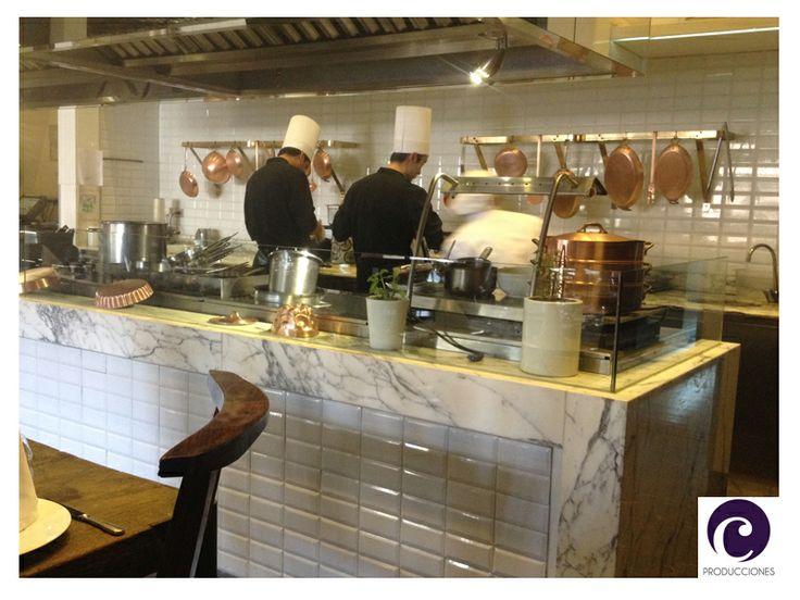 Hermosa cocina a la vista del restaurante NoSo - Hotel W - Santiago