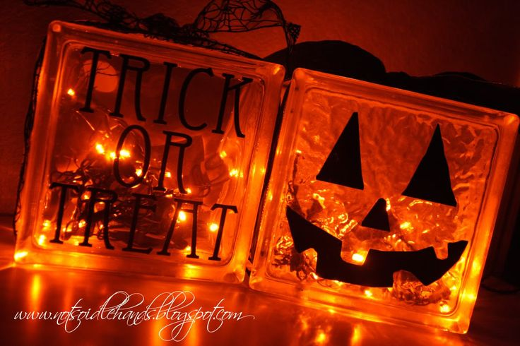 I love these glass block ideas.Lights, Crafts Ideas, Halloween Decor, Glasses Block, Halloween Block, Glass Blocks, Halloween Crafts, Halloween Fal, Halloween Ideas
