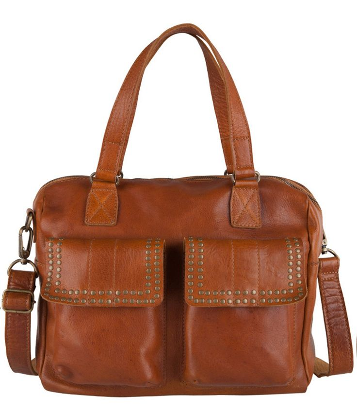 Bag Darwen van Cowboysbag is de perfecte combinatie tussen stoer en stijlvol. De tas is vervaardigd van hoogwaardig leer en afgewerkt met bronskleurige studs (€199,95)