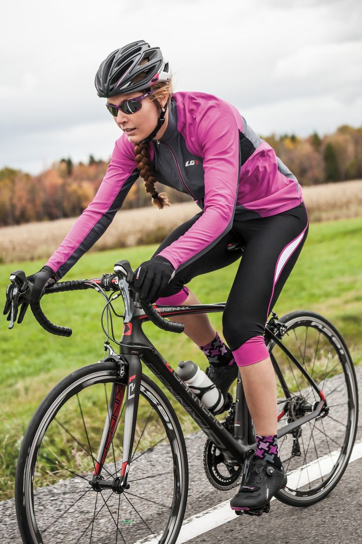 The Women's Ventila SL Jersey offers a light protection for riding in warm fall weather. Made with light and breathable fabrics, the jersey focuses on ventilation and moisture wicking in a ProFit cut that is designed around the cycling position to eliminate bunching while permitting good freedom of movement. The jersey is made with Airfit fabric, a jacquard construction that increases air circulation and moisture wicking while protection your skin from the sun with a UPF/SPF 50 protection.