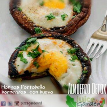 Hongos Portobello horneados con huevo. Receta