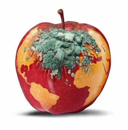Los problemas globales y cuestiones ambientales relativas a la salud del planeta Tierra como una manzana roja en descomposición con un mapa del mundo con una creciente descomposición hongo verde como un concepto de la crisis política y la conservación en blanco Foto de archivo - 19098555