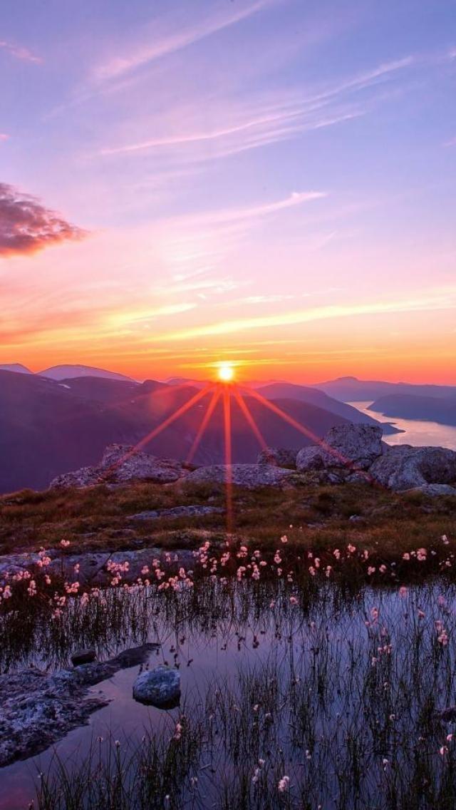 ✯ Beautiful Mountain Sunset. Re-pinned by www.borabound.com #borabound #beborabound #islandlifestyle