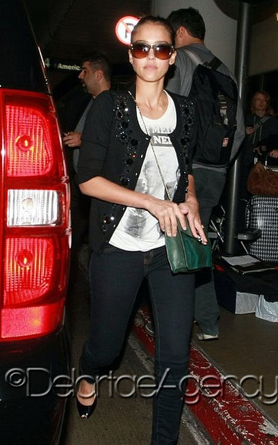 Actress Jessica Alba out and about with her emerald green Bvlgari Serpenti 2012 collection shoulder bag.    The emerald green Bvlgari Serpenti from the 2012 collection. The small Bvlgari Shoulder bag is part of the Bvlgari Serpenti 2012 collection.he popular celebrity arm candy is sold exclusively at Bvlgari's boutiques and through their website.    *courtesy of Delortae Agency UK's exclusive luxury authentic handbag SPA Visit us on Facebook: www.facebook.com/DelortaeAgency