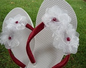 Beautiful flip flops for a bride! Ideal for a beach wedding...which I will have!