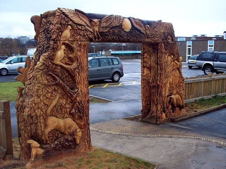 Chainsaw carved park entrance tommy craggs tree