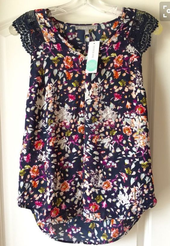 Cute pattern to pair with skinny jeans and flats.