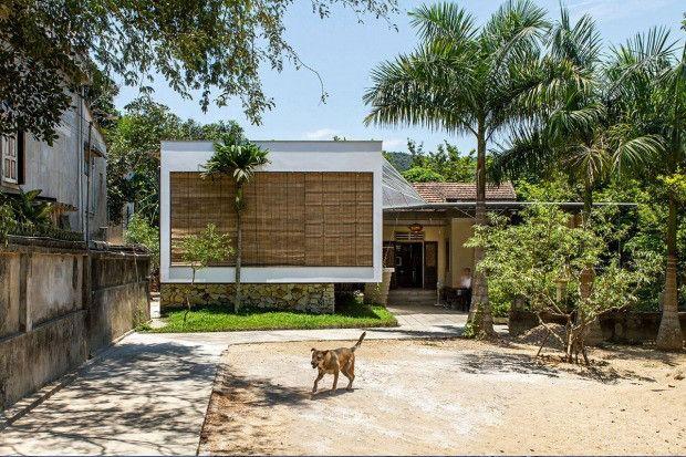 洪水と戦う固いイシあり 石造りの土台が家を守る The Shelter Nha4