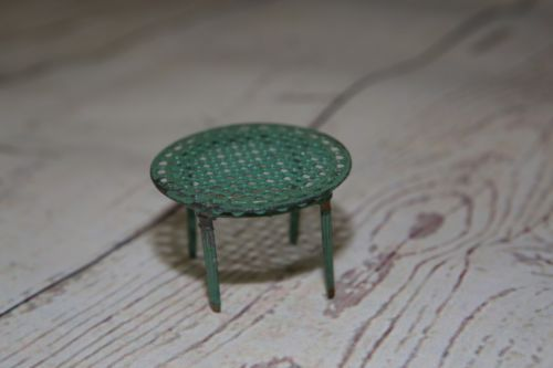 Vtg-Antique-DollHouse-Miniature-Furniture-Metal-Round-Table-French-Penny-Toy