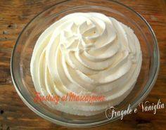 FROSTING AL MASCARPONE INGREDIENTI:  250 g di mascarpone 250 g di panna fresca da montare 150 g di zucchero a velo 1 cucchiaio e mezzo di estratto di vaniglia o mezza fialetta di aroma vaniglia