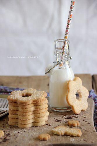 Food Photography: Thin Cookies and Milk // Cookies, Vintage Styling, Natural/Artificial Lighting, Milk, Milk in a Jug, Stacked Cookies, Broken Cookies, Straightforward Styling