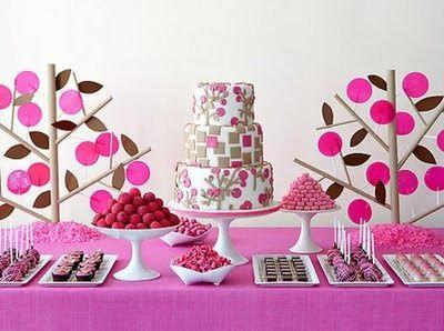Esta área de tu mesa es una de las favoritas de tus invitados, las deliciosas trufas y la fuente de chocolate con frutas son la delicia de l...