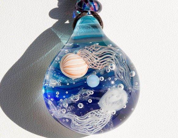 珠取海月遊戯 ガラスとんぼ玉ペンダント