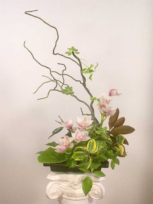 Ikebana: Japanese flower arrangements by Yukiko