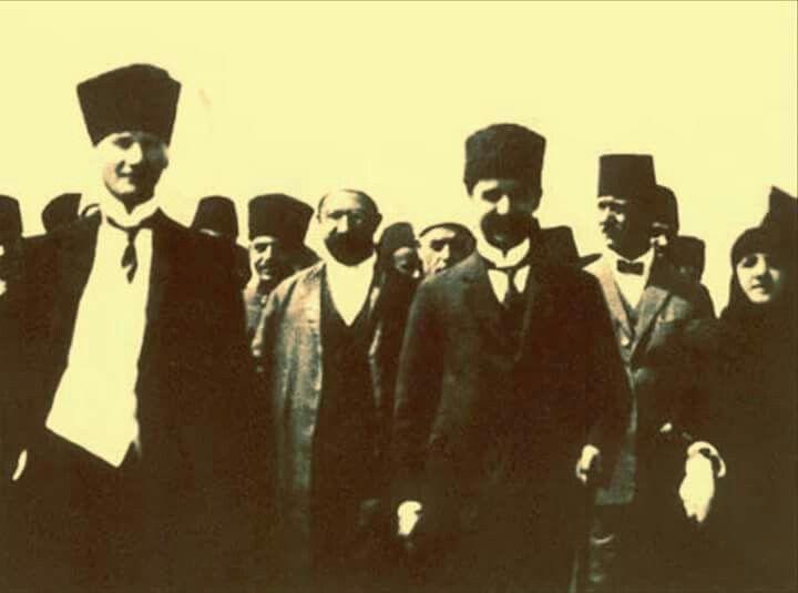 24 Temmuz 1923 ulusal bağımsızlığımızı batı emperyalizmine kabul ettirdiğimiz Lozan Anlaşmasından dönerken gülen yüzler! ! !