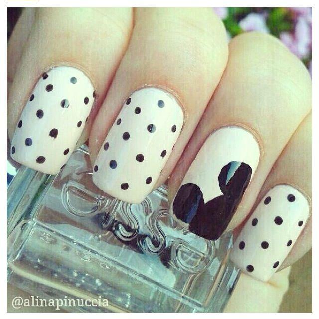Simple Mickey nail