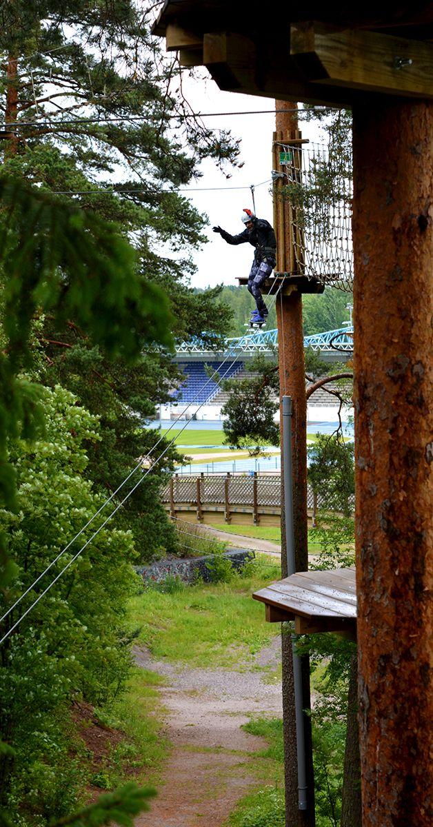 Oletko koskaan kokeillut rullalautailua alas 12 metristä? Ever tried to skateboard down from 12 meters? #skateboard #treetopadventure