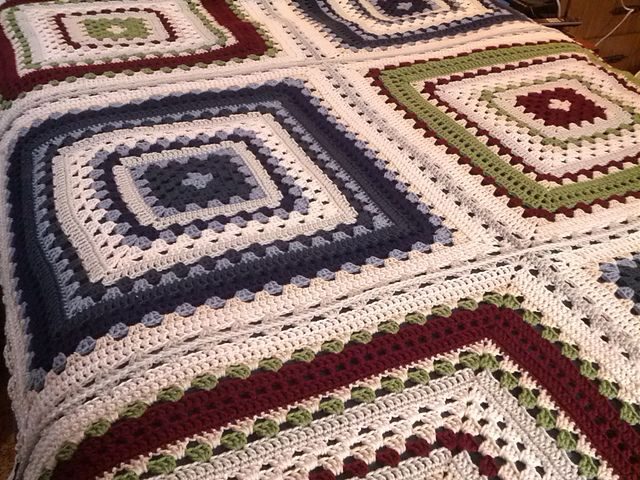 Free Crochet Pattern For Giant Granny Square Afghan : 1000+ images about Virka Mormorsrutor on Pinterest ...
