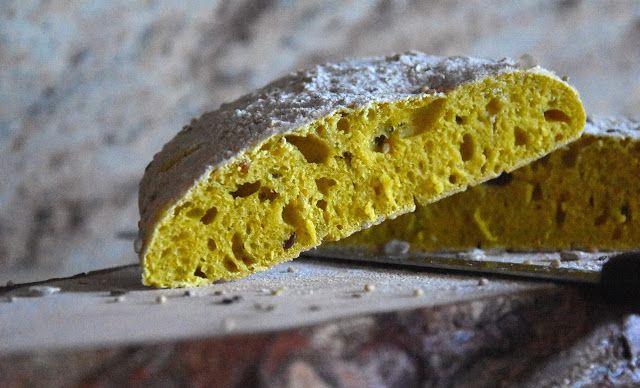 Profumo di broccoli: Pane con la curcuma e lievito madre