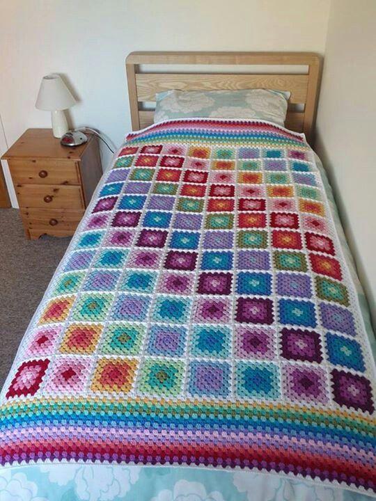 Crochet blanket - I love the color patterns!