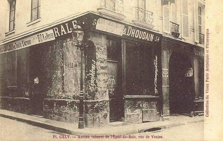 rue de Venise - Paris 4ème L'ancien cabaret de l'Epée-de-Bois, rue de Venise, ici photographié vers 1900. Il fut fréquenté par Molière, Racine, Marivaux, etc... et fut la première académie nationale de danse.