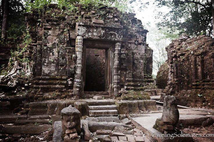 05-Ruins-of-Koh-Ker-Cambodia1.jpg (800×533)