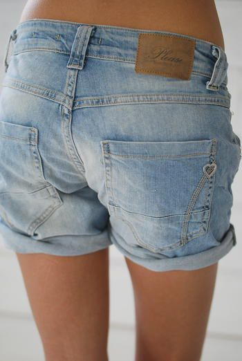 PLEASE JEANS SHORTS - LA NOHOLE  The shape of the yoke on these is so much more flattering than the jeans double yoke they are known for. #please