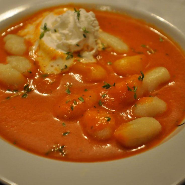 Rezept Fruchtige Tomatensuppe mit Gnocchi von Missy Freckles - Rezept der Kategorie Suppen