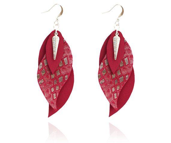 boucles d'oreille cuir  bijoux feuille  pourpre / par sarayana