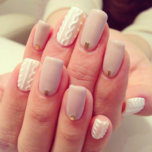 「爪にお洋服を着せて♩デニムやブランケット...素材感たっぷりの春ネイル」に含まれるinstagramの画像|MERY [メリー]