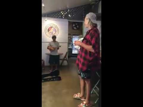 Maui coffee shop singer doesn't realize he's singing with Matisyahu