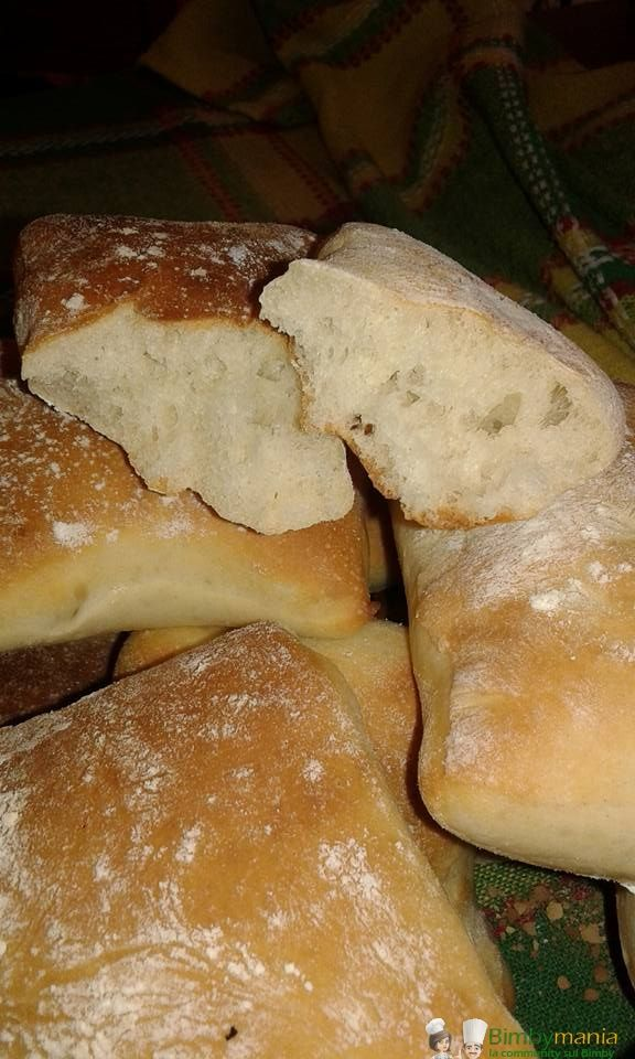 Ciabattine morbide Bimby, soffici panini da fare preparare in casa e profumare ogni camera di un profumo che mette appetito! Ingredienti: 500 gr farina...