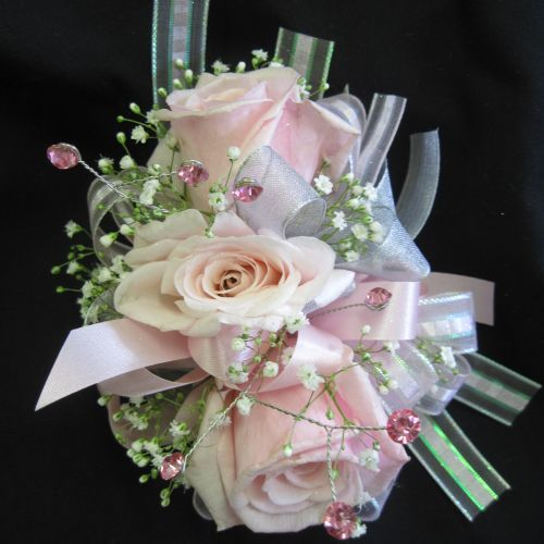 25 best corsage images on pinterest wedding bouquets prom corsage and prom flowers. Black Bedroom Furniture Sets. Home Design Ideas