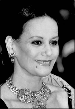 Claudine Auger (* 26. April 1941 als Claudine Oger in ...
