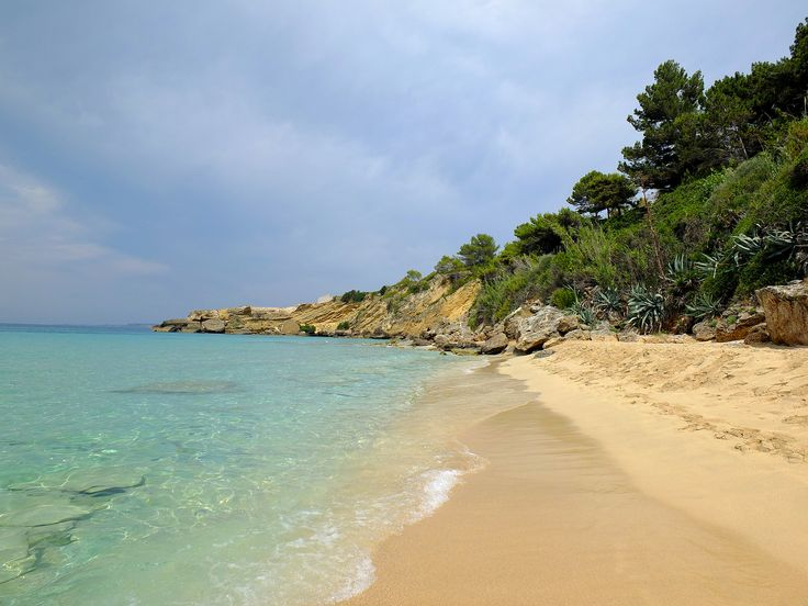 https://flic.kr/p/wGP7Mu   Beach at Lassi   On the beach at Makris Gialos, Lassi Kefalonia. Also known as Costa Costa beach. Sandy but busy (but not at this end!)..