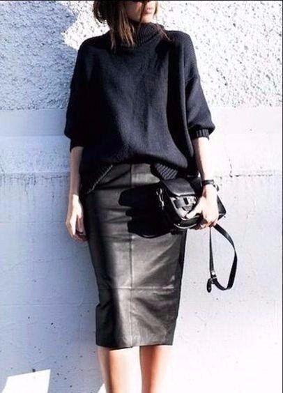 Oversize sweater /leather skirt